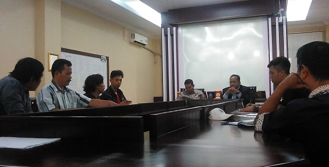 Pedagang berbicara dengan anggota DPRD Kota Bekasi/Lam