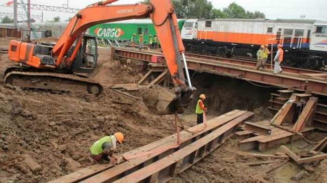 Pengerjaan proyek Jalan Underpass Mekar Sari/Istimewa