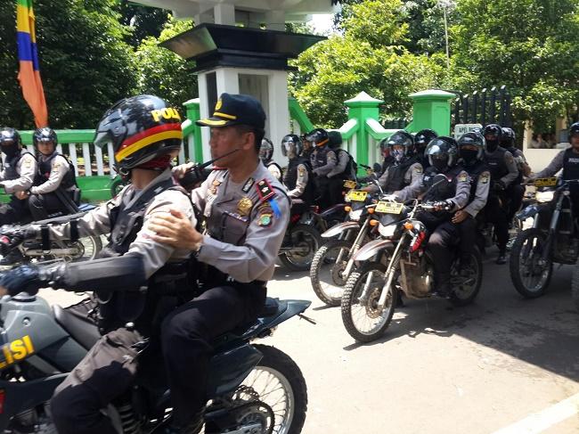 polisi-kawal-demo-gereja-bekasi