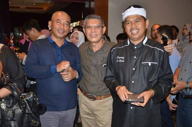 Abdul Hadi (tengah).